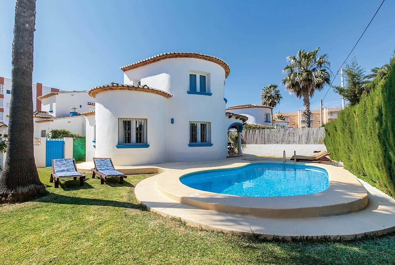 3 bed villa with pool and close to the beach, vacation rental in Sagra