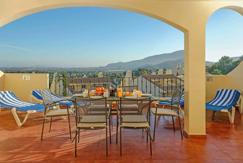 3 bed spacious apartment with large balcony, vacation rental in Portman