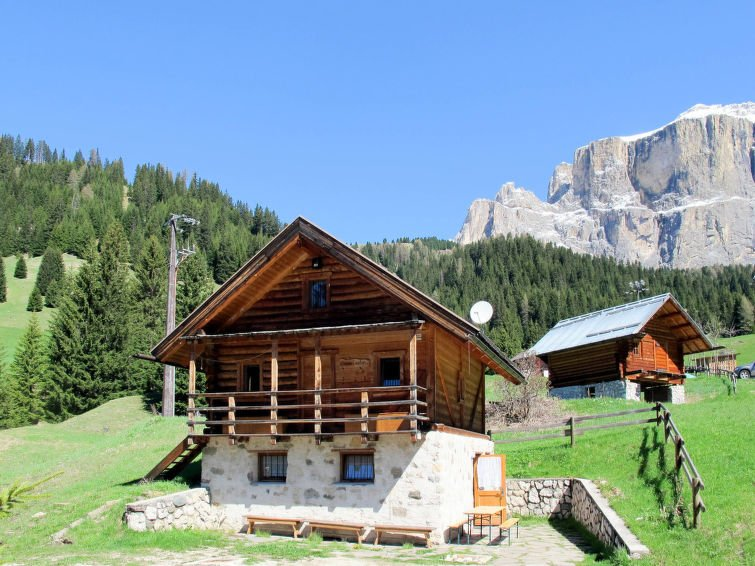 Pecol Holiday Home Sleeps 10 with WiFi - 5715398 Chalet in Canazei