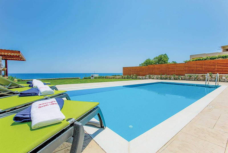3 bed Villa with direct accesss to Lahania Beach, casa vacanza a Lachania