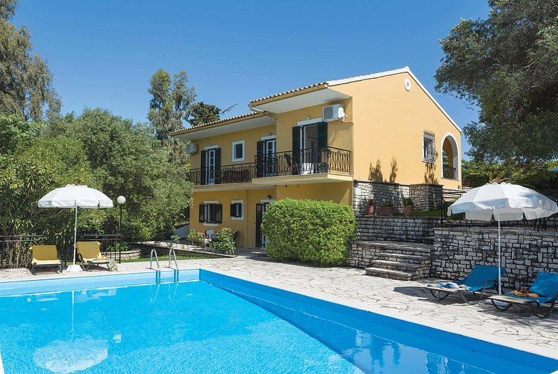 Villa ideal for 2 parties holidaying together, holiday rental in Agios Stefanos