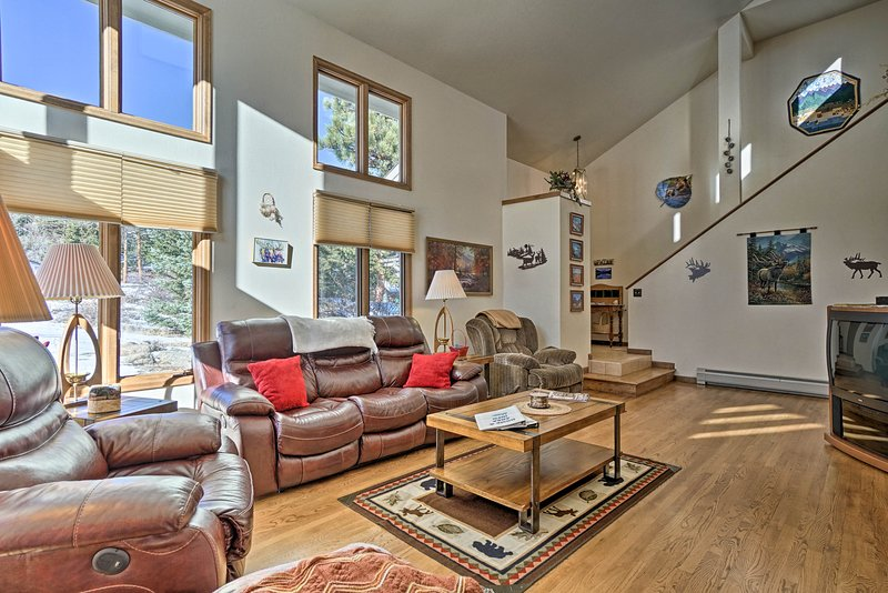 Estes Park Home w/Hot Tub by Downtown & RMNP!, holiday rental in Estes Park