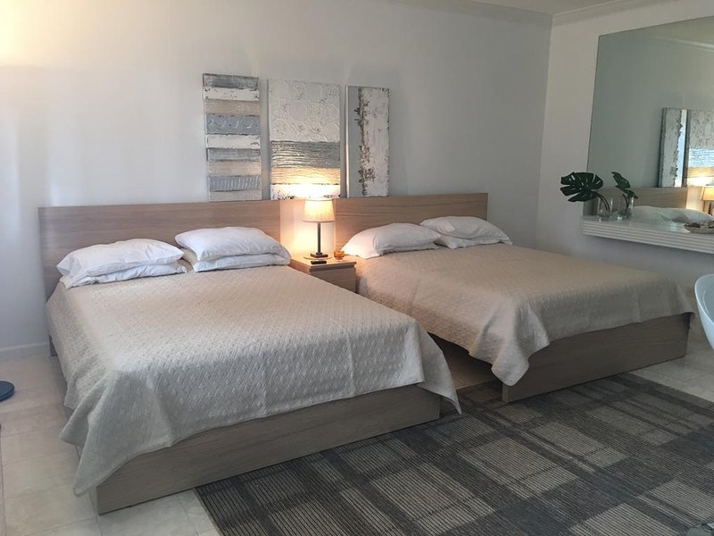 Great apartment near beach & casinos, vacation rental in Hallandale Beach