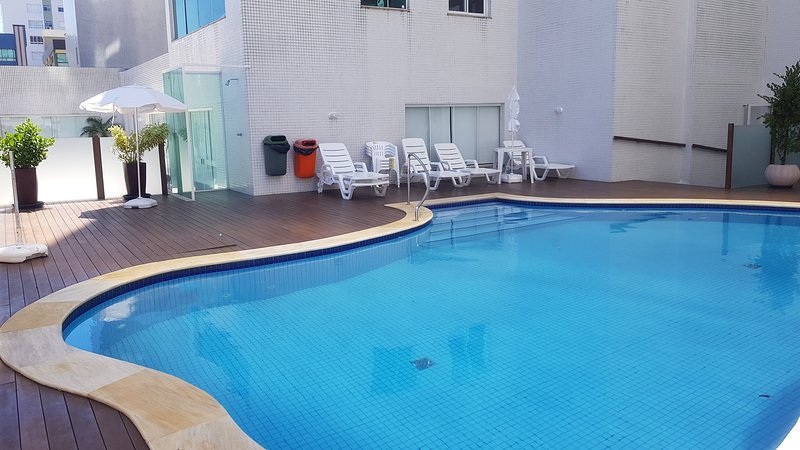 Excelente Apto Alto Padrão Prédio C/ Piscina Academia Ampla Sacada 100m do Mar, vacation rental in Arroio do Sal