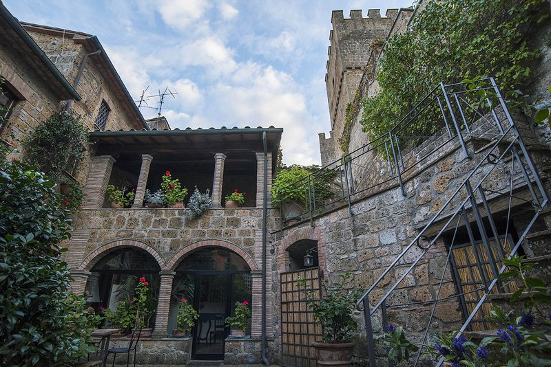 Stunning lodging in a castle, swimming pool, restaurant,free Wi-Fi, loggia, vacation rental in Trevinano
