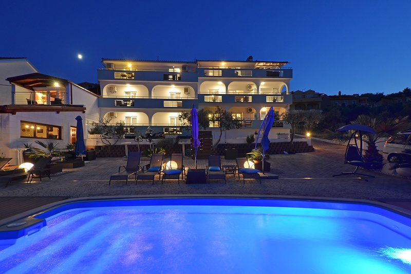 Vilenjak - Luxury Apartment with Sea View and Jacuzzi, vacation rental in Ciovo Island