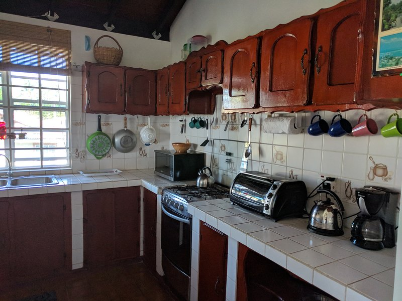 Calibishie villa near sea front, holiday rental in Dominica