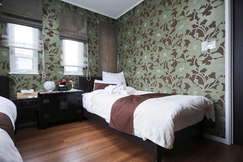 Bedroom #1 bed #2
