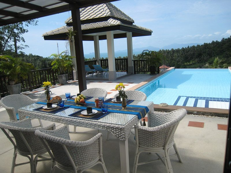 Luxurious house with sea view - 2 swimming pools, vakantiewoning in Ang Thong
