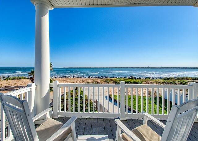 Oceanfront Pirate's Paradise w/Pool, Balconies & Ocean View - Walk Everywhere – semesterbostad i Vilano Beach