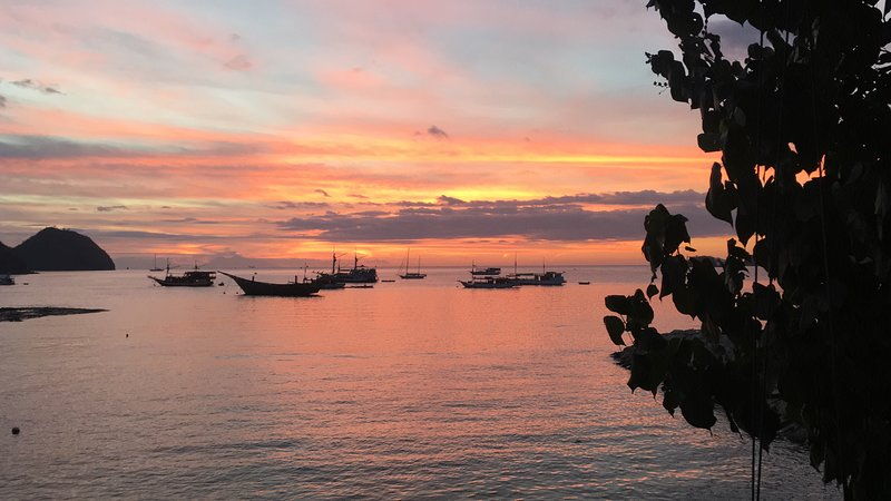 Bajo Sunsets - Double Room AC, holiday rental in Badjo
