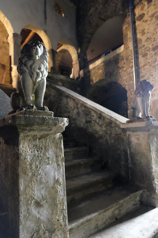 A so-called guarded stairway