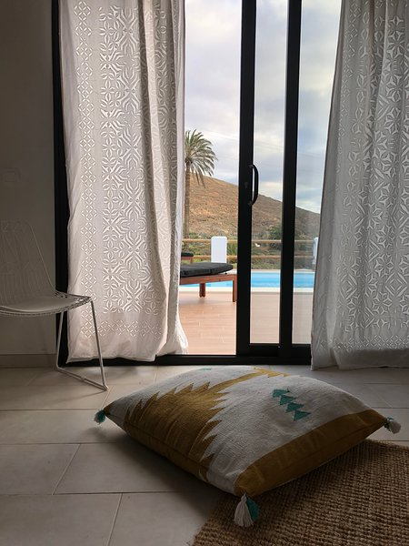 Agua, luxury casa al centro de la Isla de Fuerteventura. Relax and smile place., location de vacances à Triquivijate