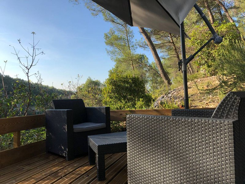 Petit Coin de Paradis + Vue Garlaban + Piscine, vacation rental in Cuges-les-Pins