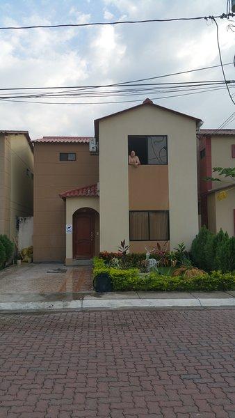 Habitación de lujo con piscina, cerca de la ciudad con parque., aluguéis de temporada em Guayaquil