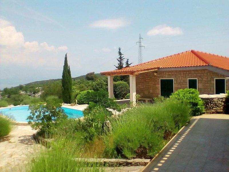 Breathtaking views of the Dalmatian coastline, casa vacanza a Gornji Humac