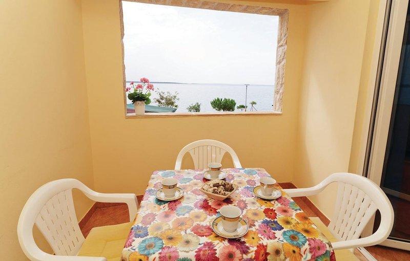 Mandre Apartment Sleeps 4 with Air Con - 5462277, casa vacanza a Olib