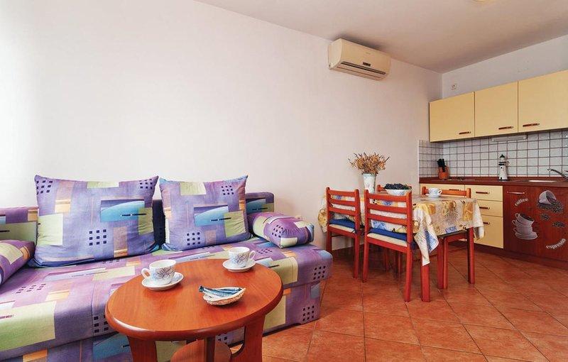 Mandre Apartment Sleeps 4 with Air Con - 5462282, casa vacanza a Olib