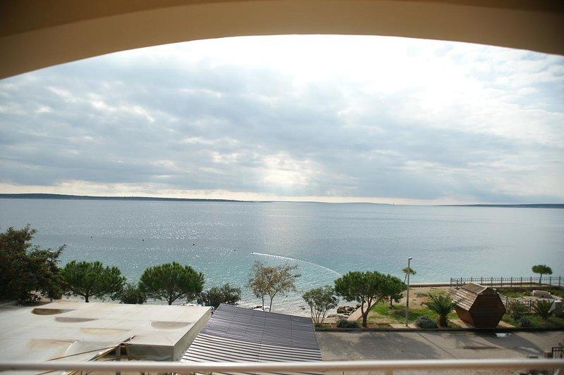 Mandre Apartment Sleeps 4 with Air Con - 5462283, casa vacanza a Olib