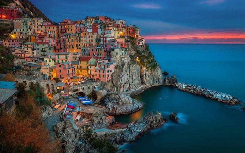 5 TERRE RETREATS 21 pax, WI-FI, near to the famous 5Terre  villages by the sea., casa vacanza a La Spezia