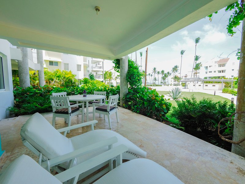 Ocean View Luxury Beach House, Playa Turquesa Ocean Club, vacation rental in Punta Cana
