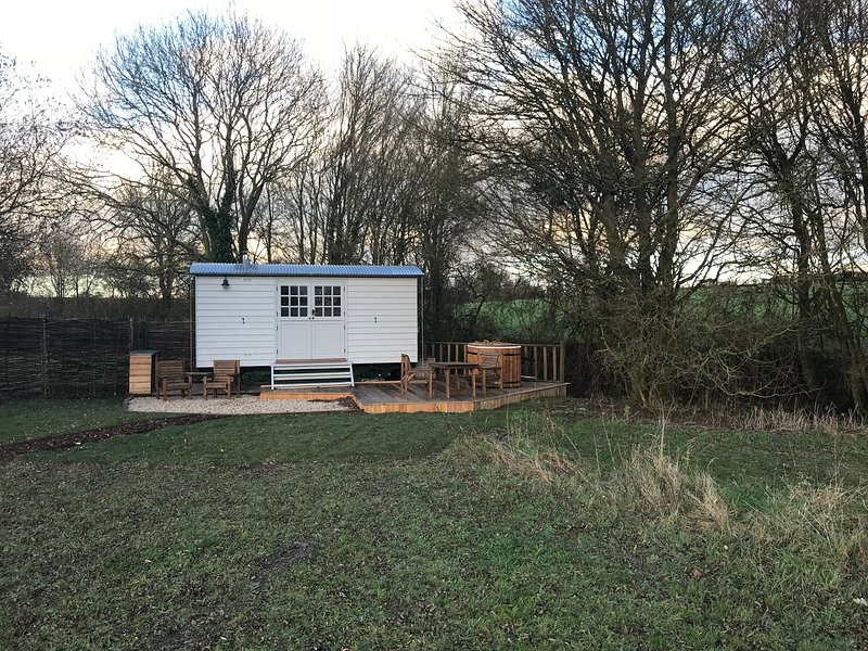 Fosters Meadow Shepherds hut, location de vacances à Halstead