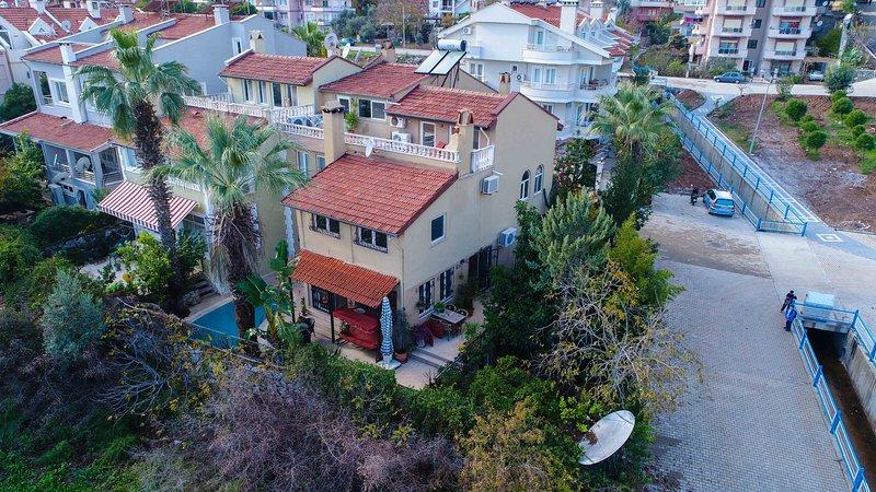 Villa Savannah Daily Weekly Rentals, holiday rental in Armutalan