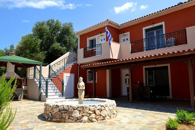 Kefalonia apartments: spacious 1 bedroom apartment 2,5 km from Pessada beach, casa vacanza a Karavadhos