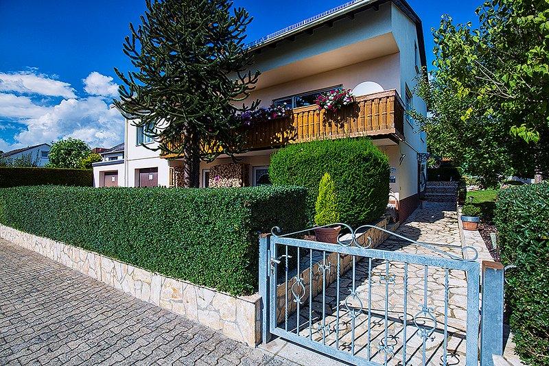Wohnung Idylle 4 Sterne Ferienwohnungen/Ferienhaus 7 km von Limburg in Hünfelden, vacation rental in Villmar