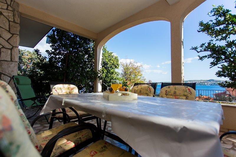 Apartment Jure, vacation rental in Donji Seget