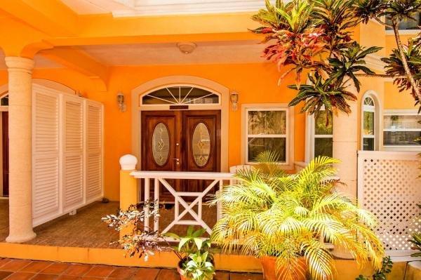Paradise Cove Villa, Apartment Deck Lodge, location de vacances à Rodney Bay
