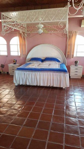 Villa Chelita is 3 bedroom..Sleeps 6 to 8 persons., vacation rental in Acapulco
