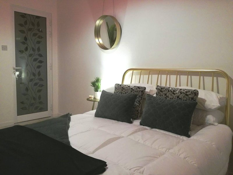Private Room With Ensuite groundfloor, vacation rental in Qrendi