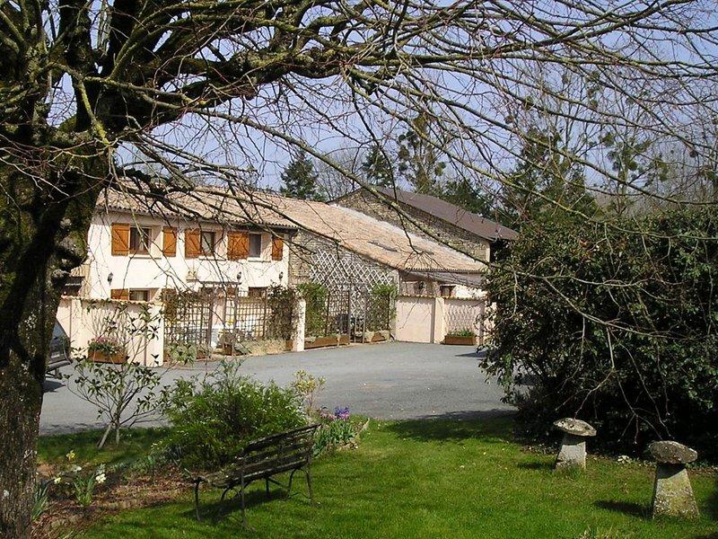 La Longere rose - La Marinette, vacation rental in Beaussais