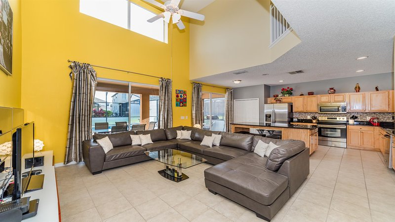⭐Spacious 7 Bedrooms w/ Private Pool - Great Location!⭐, alquiler de vacaciones en Kissimmee