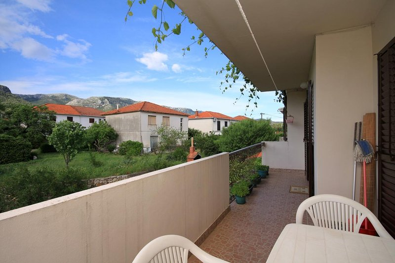 Jelsa Apartment Sleeps 6 with Air Con - 5462114, casa vacanza a Pitve