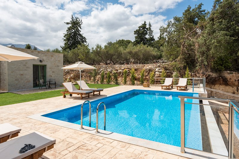 Modern Stone Villa Pines, Heated Pool and Garden!, vacation rental in Maza