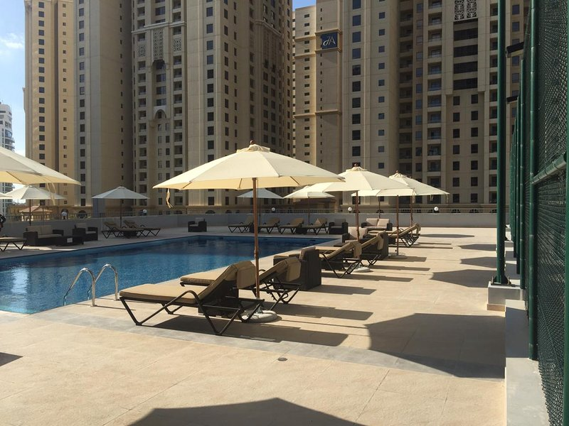 Luxury 3 Bed Apartment in Dubai Marina next to JBR, vacation rental in Dubai