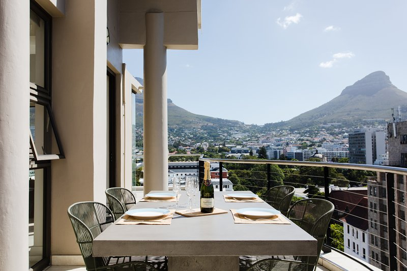 Cape Town City Luxury 2 Bedroom Apartment in the Heart of Cape Town City, vacation rental in Cape Town Central