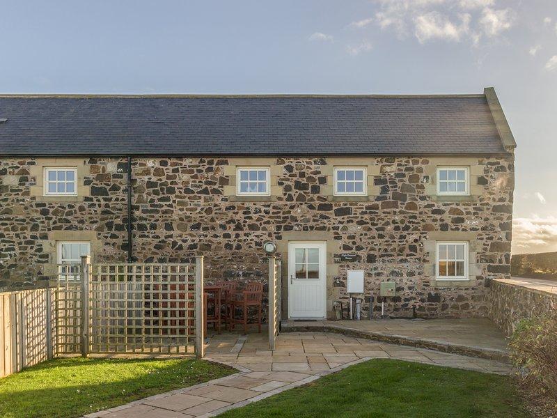 HIGH HEMMEL HOUSE, stone-built, hot tub, woodburner, parking, garden, in, holiday rental in Brownieside