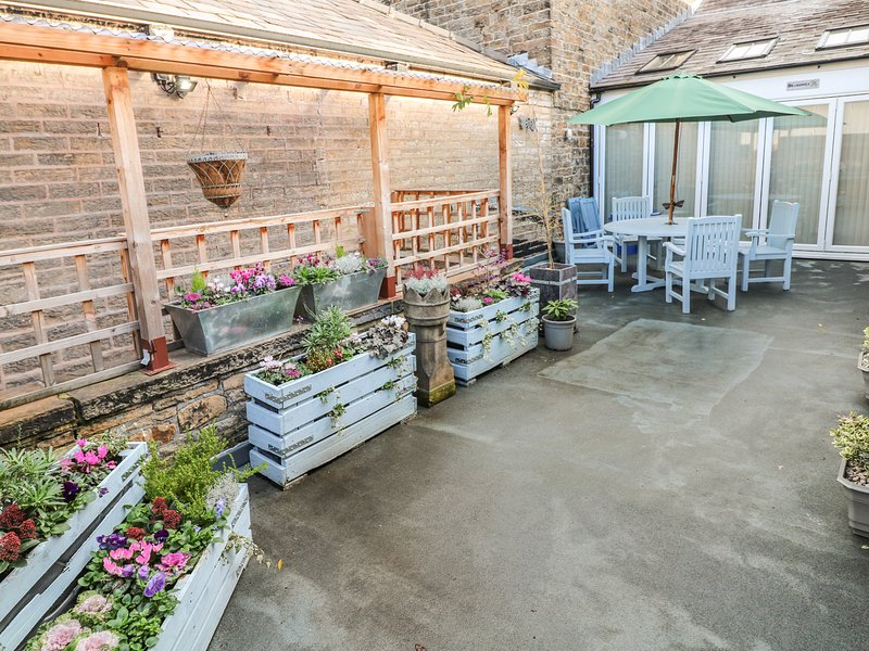 DRAGONFLY, roof terrace, open plan living, close to local amenities, New Mills, location de vacances à Birch Vale