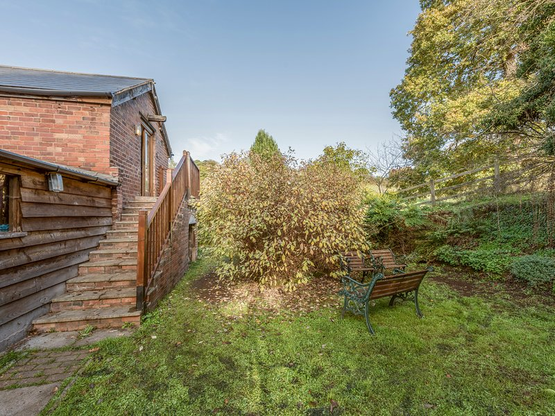 THE BREWHOUSE, near walks, off road parking, lawned garden, in Bridgnorth, Ref, vacation rental in Wombourne