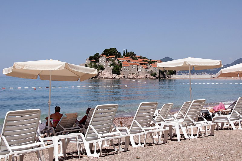 Montesan F4 Comfort 4bedroom apartment w/ terrace and sea view, holiday rental in Sveti Stefan