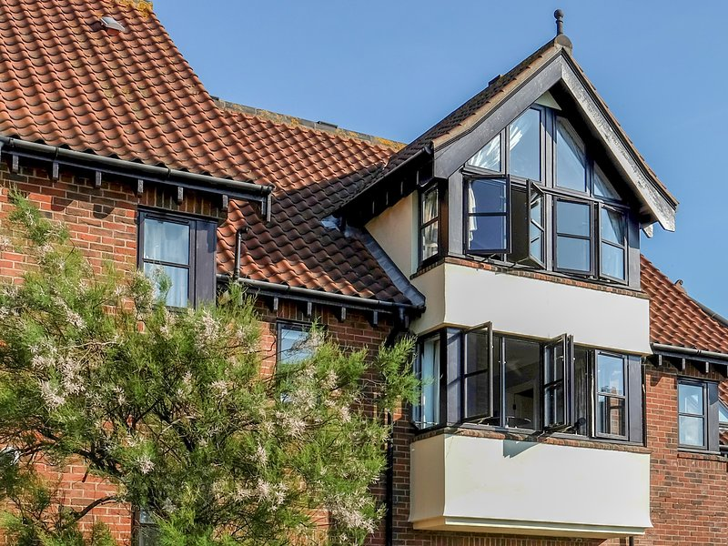 4 VICTORIA COURT, beach front, Sheringham, Ref 957810, holiday rental in Sheringham