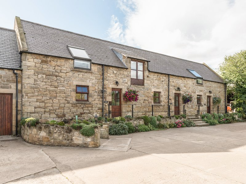 JENNY'S COTTAGE, romantic, character holiday cottage in Alnmouth, Ref 820, vacation rental in Alnwick