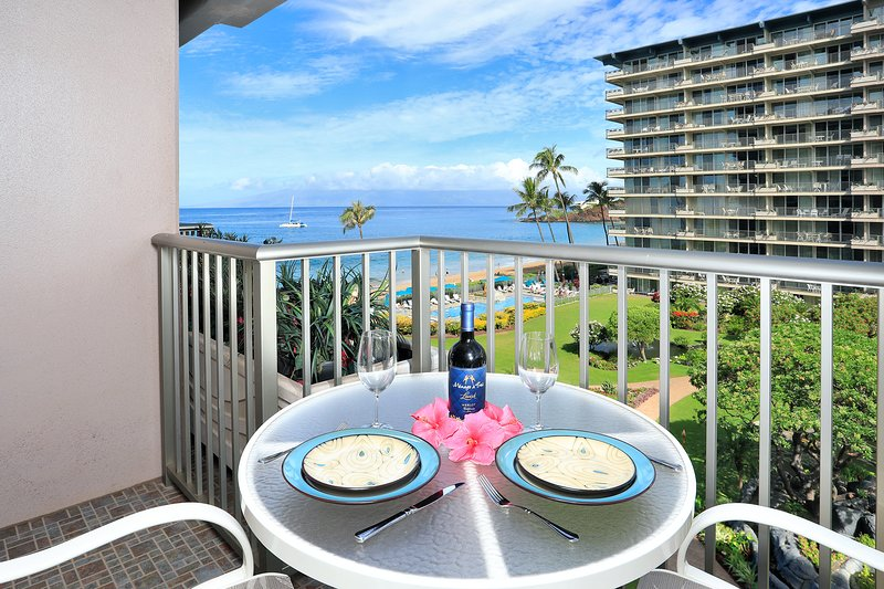 Ocean View Studio Condo with views of Black Rock,  pool and inner courtyard, location de vacances à Ka'anapali