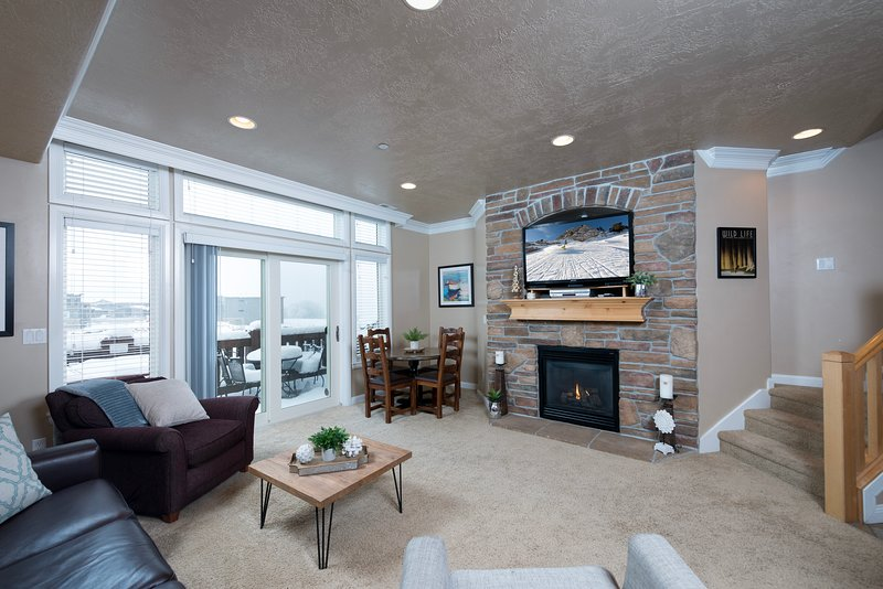 Spacious Living Room With Gas Firepalce