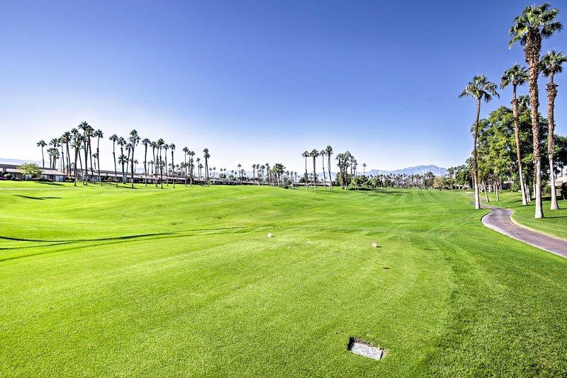 Con 2 campos en el Palm Valley Country Club, este es un paraíso para los golfistas.