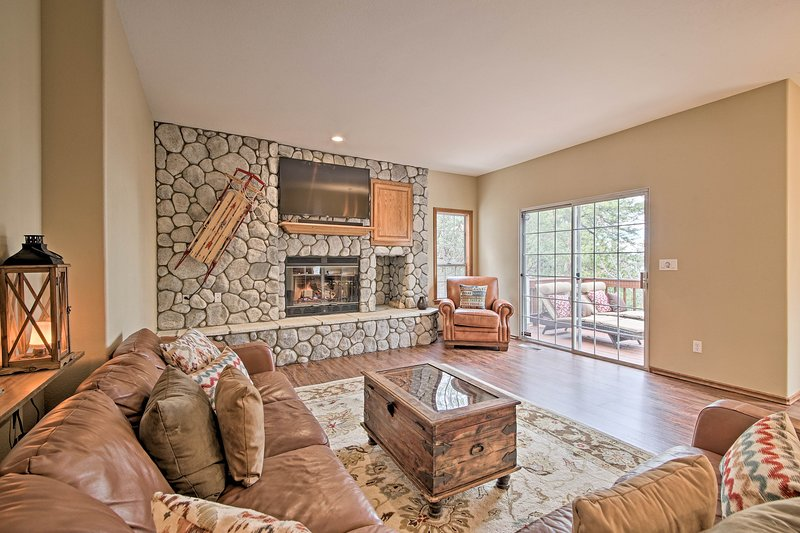 'Fairway Retreat' - Luxe Home w/ Panoramic Views!, holiday rental in Crest Park