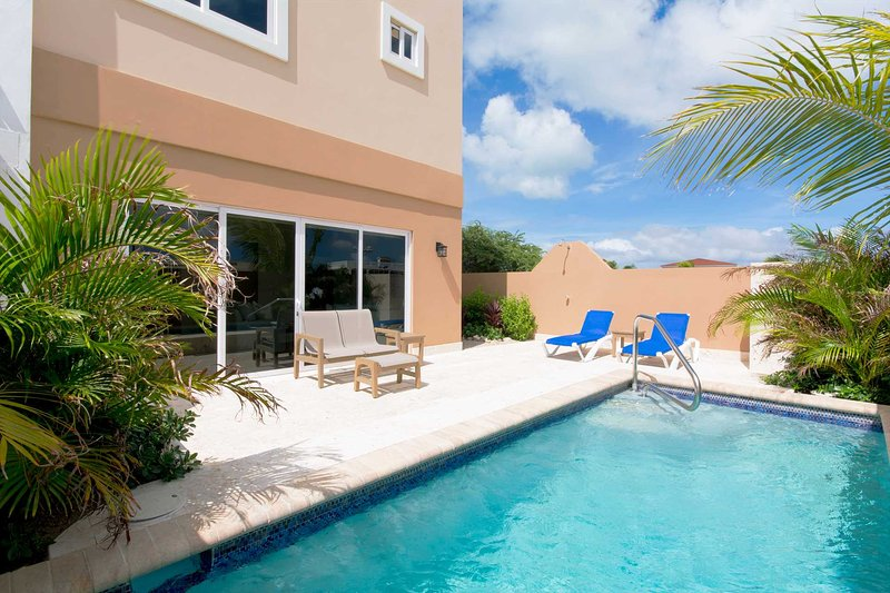 BEACH VIEW - EAGLE BEACH - LEVENT RESORT - Blue Ocean View 2BR townhome - LV18TH, alquiler de vacaciones en Aruba